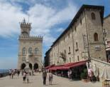 28 - San Marino -piazza-della-liberta e Palazzo del Governo