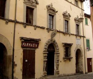 34 - San Leo. Palazzo Della RovereE' il primo edificio gentilizio che accoglie i visitatori dopo la porta d'ingresso alla città