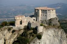 38 - San Leo, Il Forte conosciuto anche come Rocca di San Leo si trova nell'omonimo comune in provincia di Rimini, in Emilia-Romagna. È situato sulla cima della cuspide rocciosa che sovrasta l'abitato leontino e domina la Valmarecchia.
