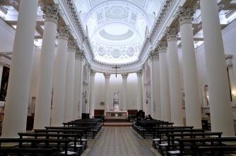 35 -San Marino. Basilica di interno