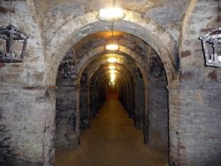 50 - Un settore delle grotte tufacee, usate come cantine o forse complesso di basilichette ed oratori rupestri - Santarcangelo di Romagna (RN)