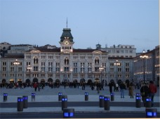 6 - Trieste. Piazza unità d'Italia - Palazzo del Governo di sera