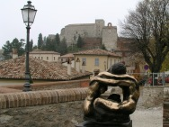 4,1 -Verucchio, sullo-sfondo-in-lontananza-la-rocca-malatestiana
