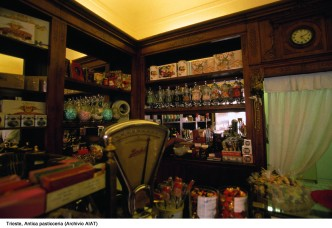 33 -Caffè Pasticceria Pirona interno