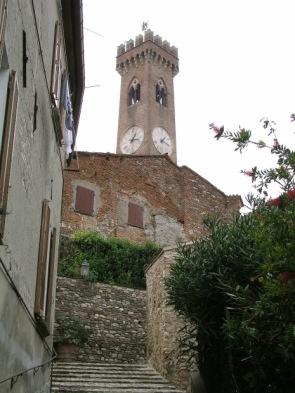 20 - L'ottocentesca torre del Campanone, uno dei simboli della citta'. Sant'arcangelo di Romagna