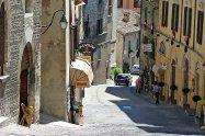 44 - San Marino, una via del borgo