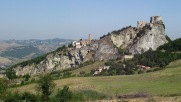 7 - San Leo. Nel forte, trasformato in prigione durante il dominio pontificio, furono rinchiusi il Conte di Cagliostro, che vi morì nel 1795, e Felice Orsini (1844).
