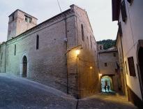 12 -Saludecio - Chiesa parrocchiale di San Biagio Nel complesso trova spazio anche un ridotto ma fornito museo di opere sacre ed una pinacoteca nella quale si possono ammirare molte opere.