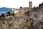 8- San Leo, in risalto la torre civica