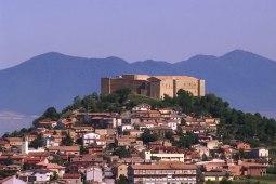 8 Federiciano fulcro di un bellissimo e silenzioso borgo medioevale appartenente al comune di Avigliano - Dove sorge il castello di Lagopesole. a pianta rettangolare, presenta due cortili