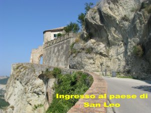 9 -San Leo- ingresso al paese