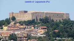 9 - Di imponenti dimensioni, il castello di Lagopesole sorge in cima ad una collina e domina la valle di Vitalba, in una posizione di notevole importanza strategica, a circa 830 metri s.l.m. nel territorio del comune di Avigliano, in provincia di Potenza. Ha una pianta rettangolare ed è racchiuso fra quattro torri angolari.