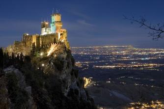 8 - San Marino - Torre -Guaita panorama di notte