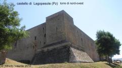 10 - Castello-di-Lagopesole-torre-di-nord-ovest- Era la residenza di caccia dell'imperatore Federico II, realizzata tra il 1242 e il 1250. L'interno del castello presenta due cortili, gli ambienti residenziali sono ubicati su due livelli.