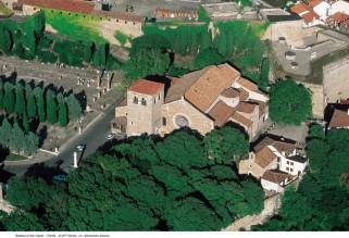 12 - Trieste. Cattedrale San Giusto-veduta-aerea- La Cattedrale di San Giusto è la chiesa più importante di Trieste e si trova sull'omonimo colle che domini la città.