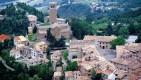 11- San Leo -Il borgo prende nome da San Leone che, giunto insieme a San Marino dalle coste della Dalmazia, avrebbe evangelizzato la zona diventandone il primo vescovo. Il monte su cui poggia San Leo e che dà nome all'intero territorio, il Montefeltro, deriverebbe dal latino Mons Feretri, in quanto, secondo la tradizione, l'attuale luogo della cattedrale di San Leo sarebbe stato occupato da un tempio a dedicato Giove Fere