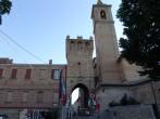 9 - Piazza Beato Amato Ronconi da cui parte l'elegante Corso con il Borgo e la Torre civica sullo sfondo.