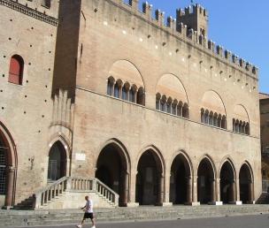27 - Rimini- Piazza Cavour - Palazzo Garampi (1562) attuale sede dell'amministrazione comunale.