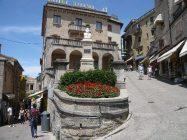 43 - San Marino. Piazza del Titano. Monumento alle vittime della guerra di San Marino. Piazzetta Garibaldi
