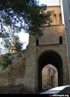 7 - Saludecio - Porta Montanara - è la seconda via d'accesso alla città, situata in antitesi con la Porta Marina. Questa, più piccola e mesta della prima, si affaccia verso il versante appenninico.