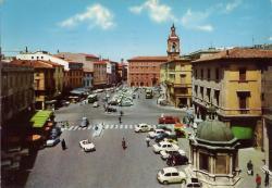33 - Rimini piazza tre martiri--