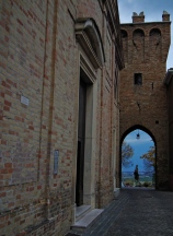 5 - Saludecio - Porta Marina - rappresenta l'accesso del paese, porta fortificata e voluta da Sigismondo Pandolfo Malatesta; la porta è rivolta verso il mare.
