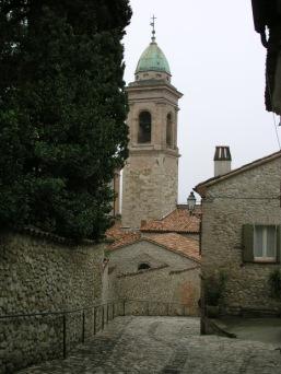 3,4 - Verucchio. Viste sul campanile della chiesa Collegiata nel centro storico