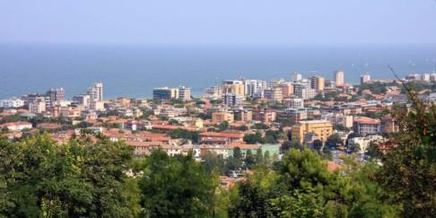 1 - Pesaro-panorama. Pesaro è un comune italiano di 94.705 abitanti, capoluogo con Urbino della provincia di Pesaro e Urbino nelle Marche- Pesaro è un Comune del Parco naturale regionale del Monte San Bartolo