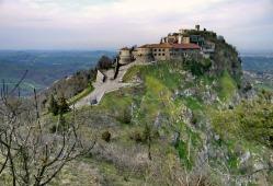 11 - Scorticata, antico nome di Torriana. Veduta della rocca-