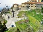 12 - Il castello si Scorticata, oggi castello di Torriana.
