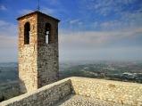 16 - Torriana, paesaggio sulla Romagna con foschia ,.