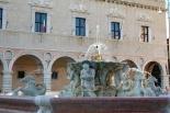 22 - Pesaro, Piazza del Popolo e palazzo Ducale