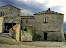 18 - Scorticata di Torriana- dall'interno della rocca verso la strada per Montebello,.-