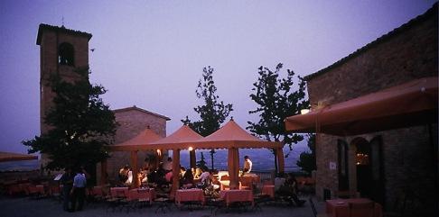 21 - Palazzo Viviani Castello di Montegridolfo esterno