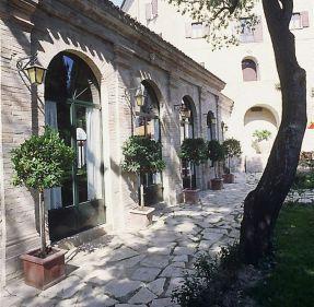 22 - Montegridolfo-agrumaia - esterno-palazzo- Viviani