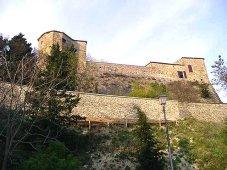 21 - Il castello di Montebello. Il castello di Montebello nel 1463 passa ai conti Guidi di Bagno che ne sono tutt'oggi proprietari.