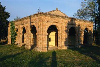 29 -San Giovanni in Marignano. La chiesetta di Santa Maria del Monte interno