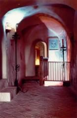42 - Interno del castello di Montebello- il corridoio con la botola in fondo a destra oltre lo steccato che immette alla ghiacciaia dove sarebbe scomparsa la bambina