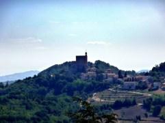 52 - Le dirimpettaie (Montefiore Conca vista da Gemmano