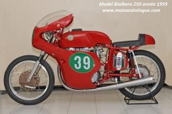 76 - Pesaro-interno al Museo - Morbidelli. Bialbero-250-1959-250cc-rouge-benelli