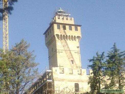 La Torre del Castello con in cima il Faro OriginaleLa Torre del Castello con in cima il Faro Originale