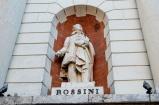18 - Pesaro. Piazza del Popolo, particolare del palazzo