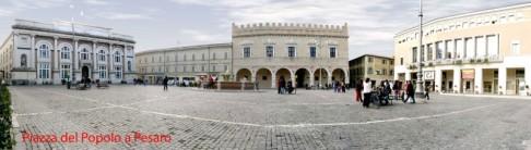 14 - Pesaro.Piazza del Popolo . La piazza è delimitata sui quattro lati dalla sede delle Poste e dai palazzi Ducale, Baviera e Comunale. Al centro sorge la fontana ripristinata fedelmente nel 1960 su quella secentesca, distrutta nel 1944.
