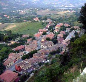 5 - Torriana-Centro agricolo, per lungo tempo le pendici del suo monte Scorticata vennero erose da cavatori e marmisti. Fu centro di segnalazioni per la vallata nel '300, facendo parte di quel complicato sistema di paesi dove sorgevano torri per segnalazioni luminose che arrivava fino a Urbino e per tutto il Montefeltro.