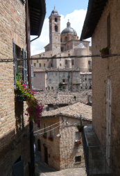 70 - Urbino. Centro storico