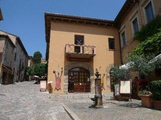 15 - Ingresso al Museo Storico in Piazza V Novembre centro Storico di Gradara.