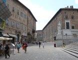 74 - Urbino. Piazza Rinascimento e Via Puccinotti