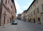 77 - Urbino. Via Mazzini
