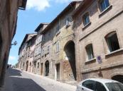 78 - Urbino. Via Raffaello