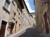 83 - Urbino. Via Saffi